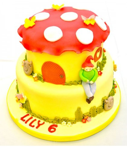 'Pixie on a toadstool' cake